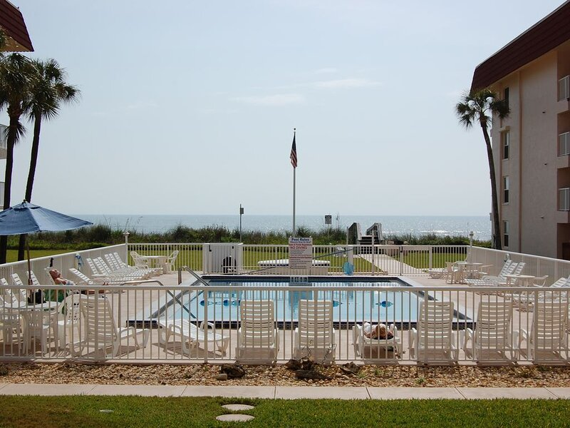 Beautiful Oceanfront Condominium, alquiler vacacional en Cocoa Beach