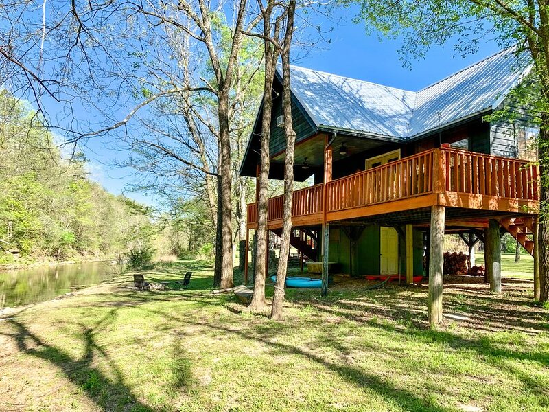 The Camphouse ~ ON Livingston Creek, vacation rental in Calico Rock