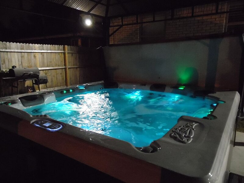 Private retreat in safe, friendly suburb- off of major intersection!, vacation rental in Oklahoma City