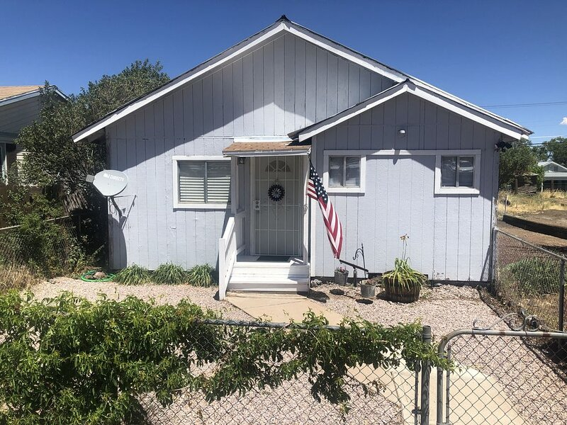 Entire Home Great Location walking distance to Downtown Williams, AZ, location de vacances à Williams