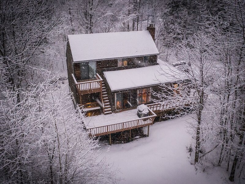 Quaint Stowe Vermont Cabin, location de vacances à Waterbury