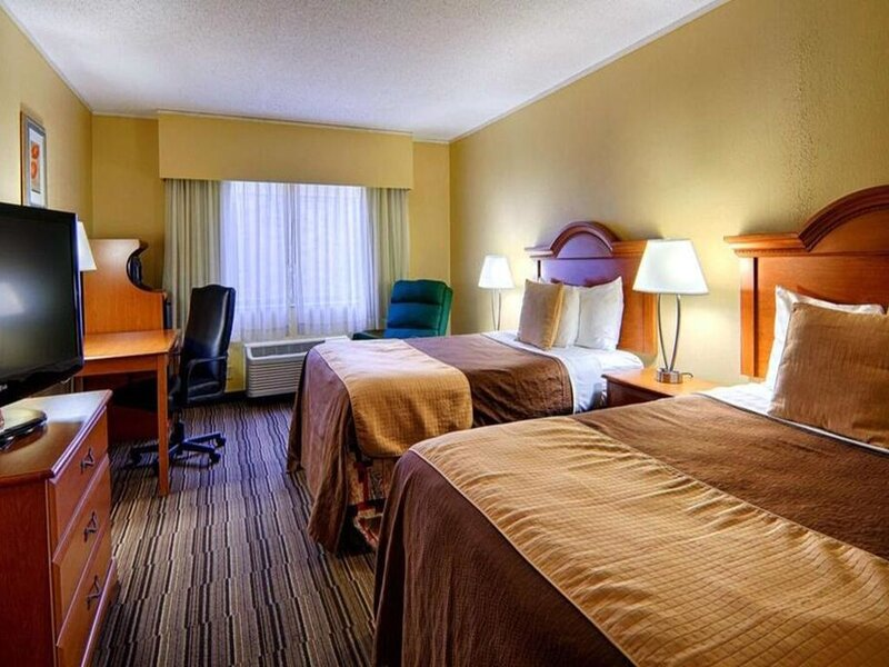 Norwood Inn Mankato - 2 Double Bed Suite Non Smoking, vacation rental in Mankato