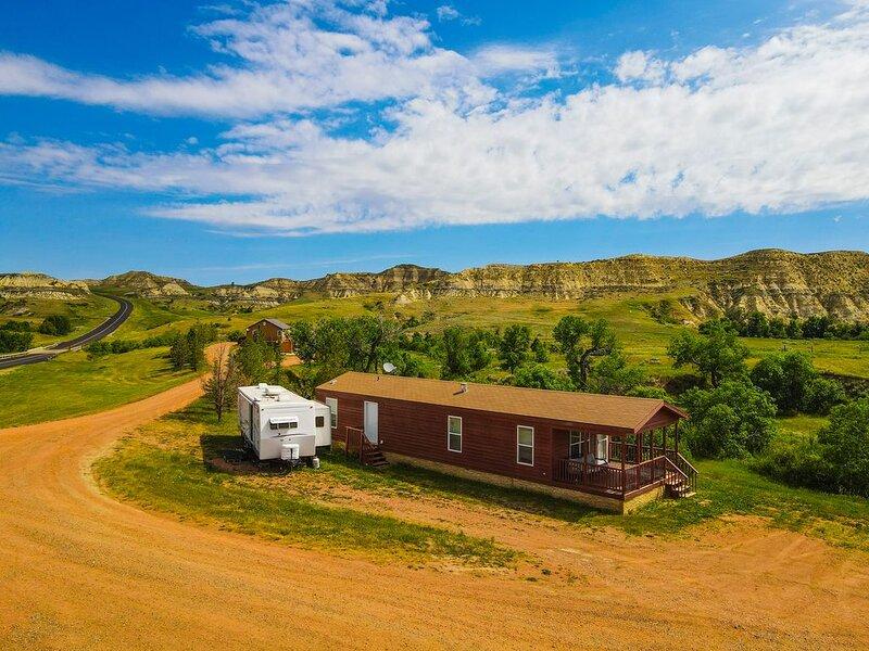 Boots Cowboy Cabin Medora ND 2 BR 1 B Sleeps 6, holiday rental in Medora