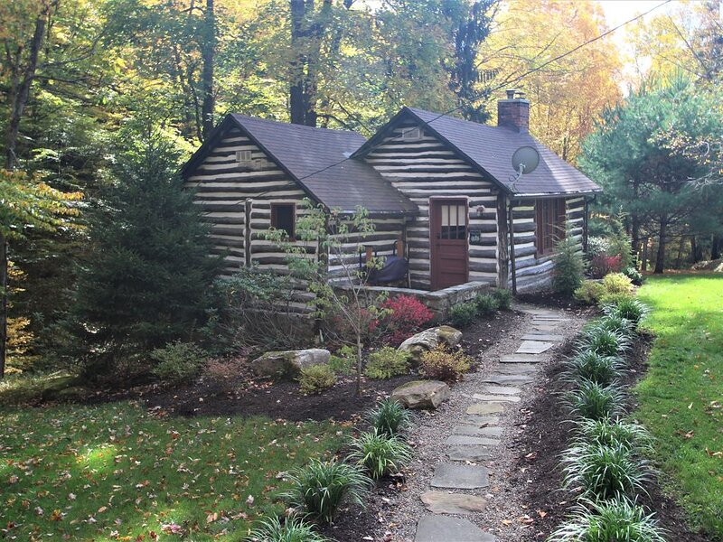 Fayette Springs House--Rustic Luxury close to trails, whitewater and winery!, location de vacances à Ohiopyle