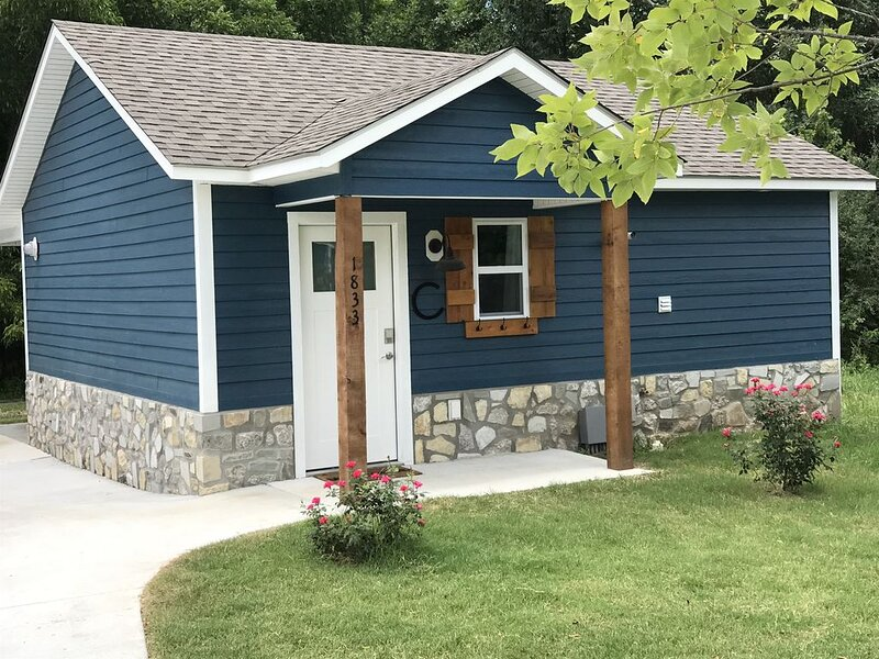 Carey Bay Cottages -  Luxury Cottages on Grand Lake (Cottage C), holiday rental in Fairland