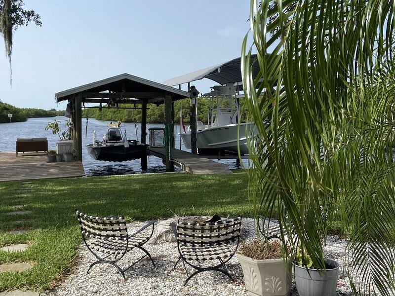Little Manatee River waterfront home excellent fishing -beaches-restaurants, location de vacances à Sun City Center