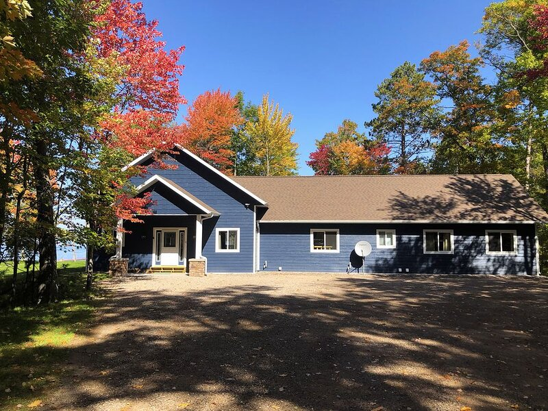 New Luxury Eagle River Chain of Lakes Home, holiday rental in Eagle River