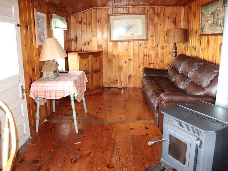 Cozy Cottage   with spectacular salt water  view / 4 Kayaks available, alquiler de vacaciones en Damariscotta