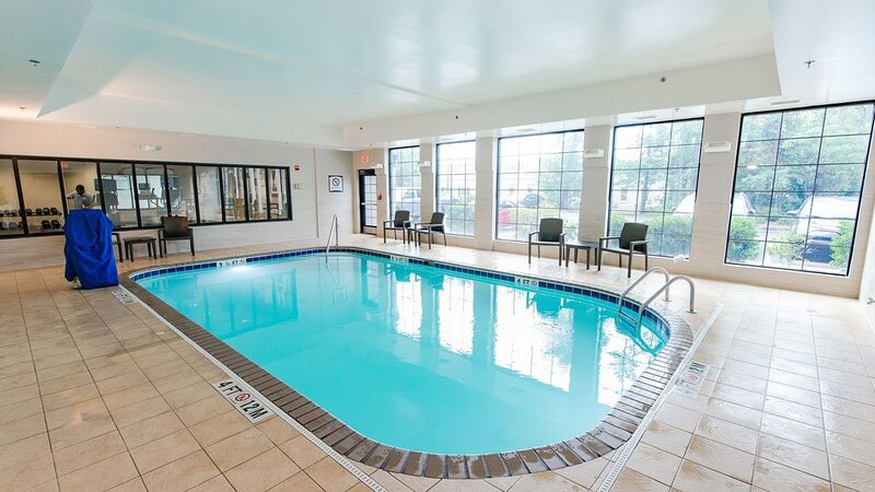 Pool. Free Breakfast. Gym. Near Wrightsville Beach + Perfect for Groups!, vacation rental in Leland