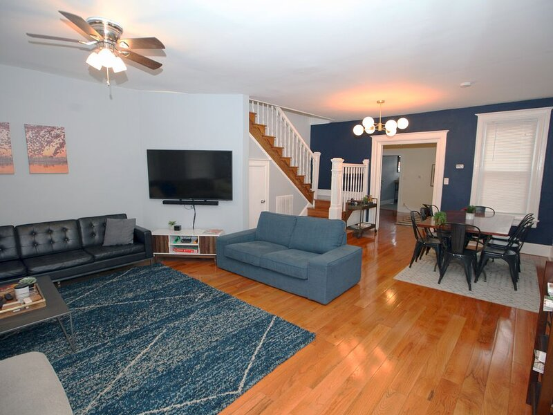 The President's Residence: 4BR, sleeps 12, very walkable, casa vacanza a Chillum