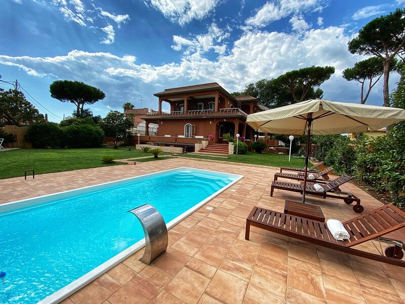 Roman Italian Villa by the sea 35min from Rome, holiday rental in Cogna