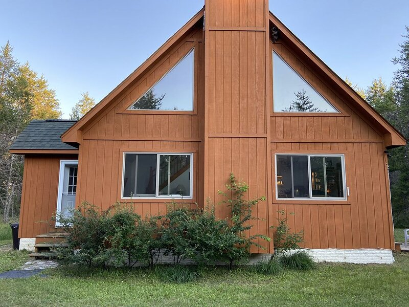 Secluded cabin on 20 acres with nearby pond , close to Garland Resorts., vacation rental in Mio