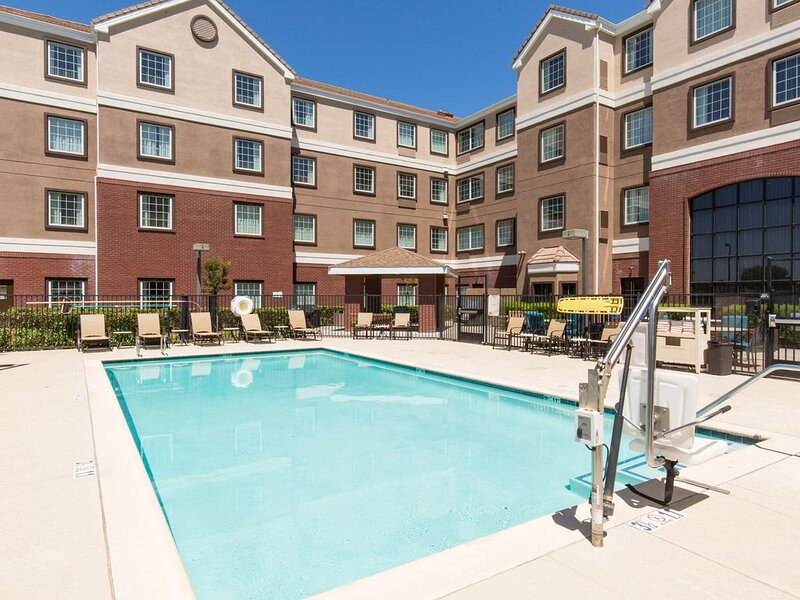 Equipped Suite | Pool Access, 24h Business Center + 24h Fitness Center, holiday rental in Davis