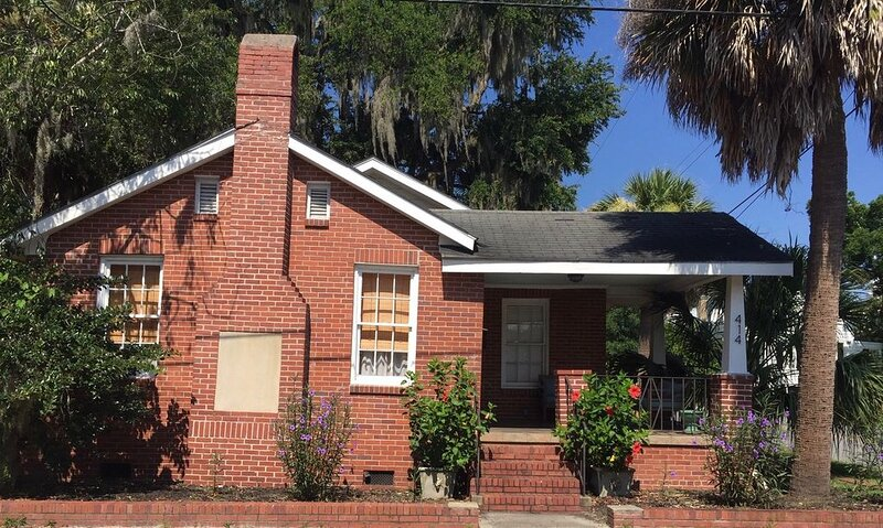 Cottage in the Heart of Downtown Beaufort Historic Area 5-min walk to River!, location de vacances à Lady's Island