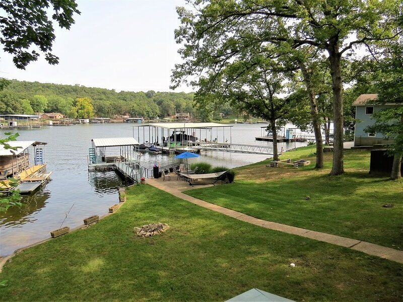 Peaceful Waters / Quaint Lakefront House with Lakefront Martini Patio, holiday rental in Stover