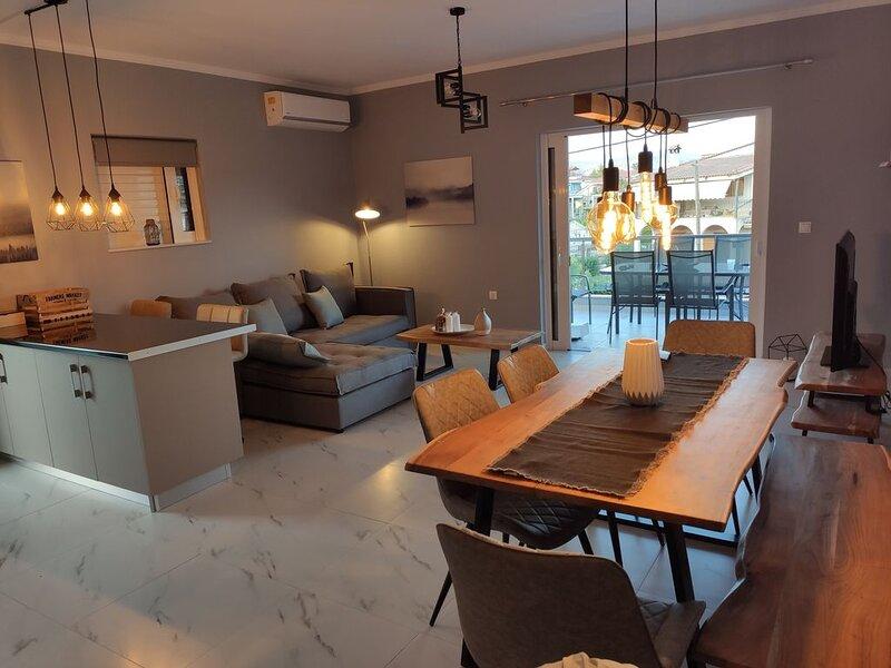 Brand new spacious 2-bed apartment, aluguéis de temporada em Mycenae