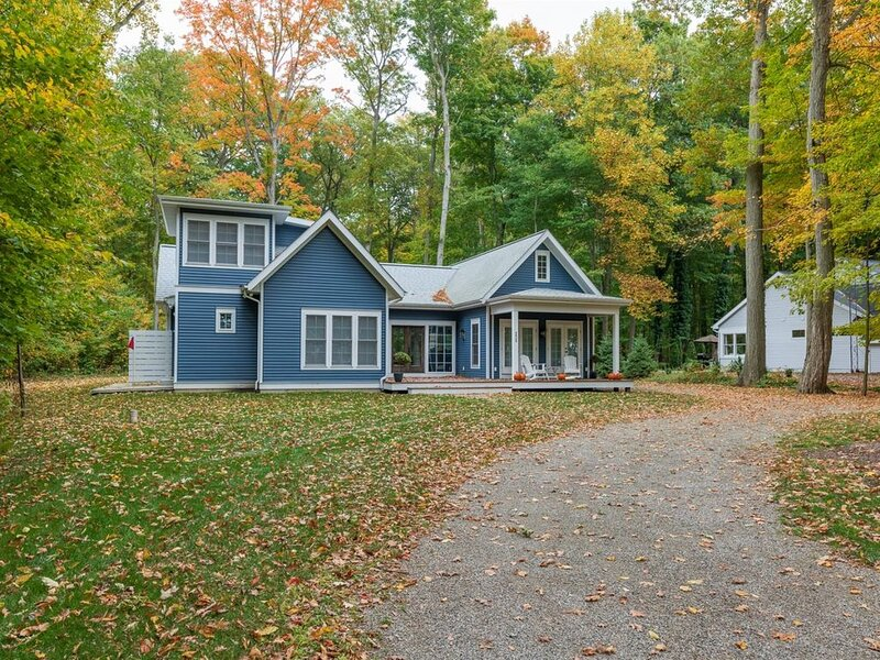 Large Lake Michigan home, just steps away from the lake!, holiday rental in Fennville