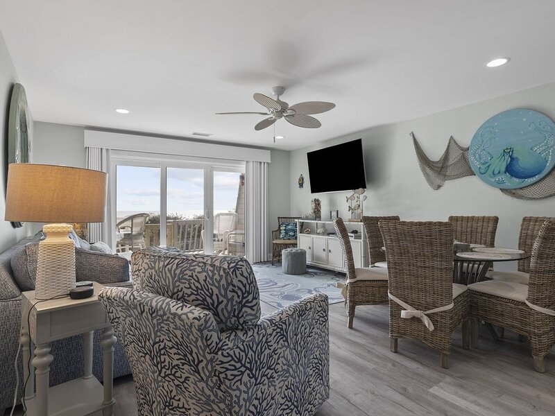 Multi-Level Oceanfront Condo gives everyone a chance to spread out!, casa vacanza a Newport