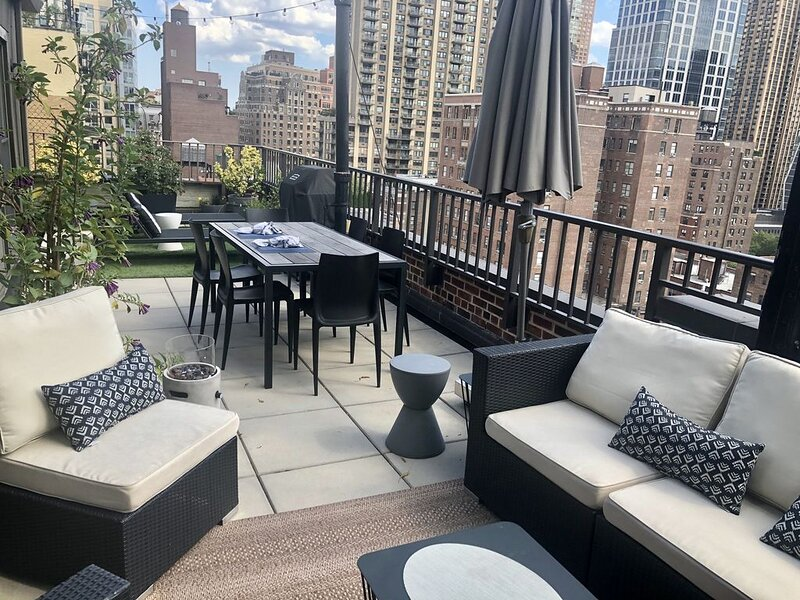 Upper West Side – Penthouse, Terrace & Hidden Garden!, casa vacanza a Guttenberg