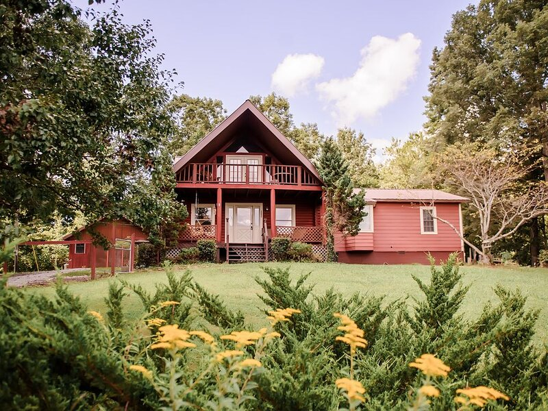 Big Brimstone Cabin W/ Mountain Views for Miles – semesterbostad i Huntsville