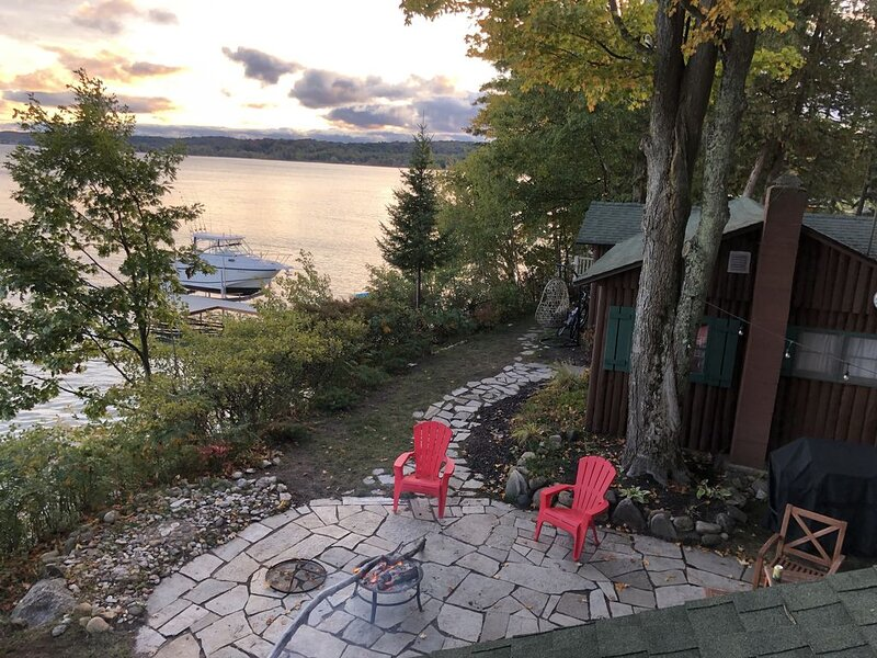 Two Waterfront Cabins on West Grand Traverse Bay, holiday rental in Suttons Bay