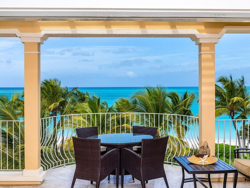SPECTACULAR VIEWS & VALUE!  2BR OCEANFRONT PENTHOUSE-SUITE 302.  MAY SPECIAL!, holiday rental in Grace Bay