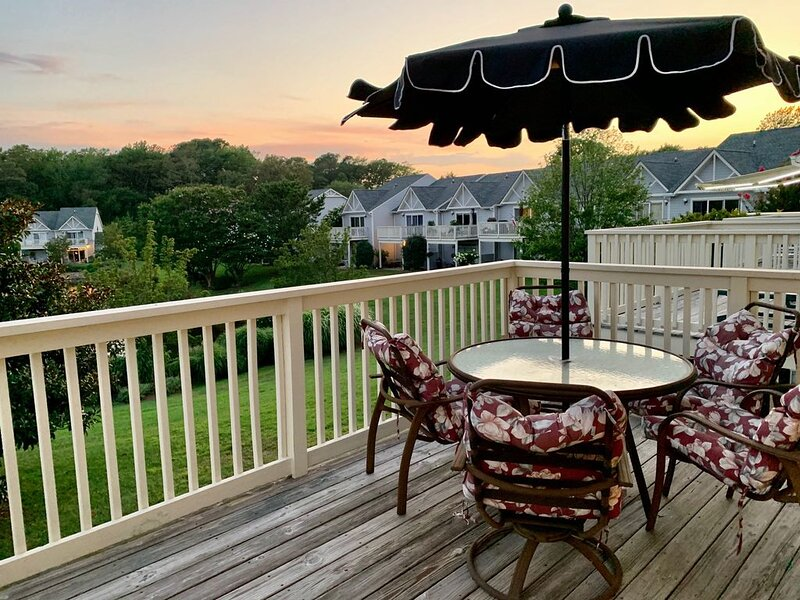 Spring Lake views & pool! Townhouse close to beach, town & trails, vakantiewoning in Rehoboth Beach