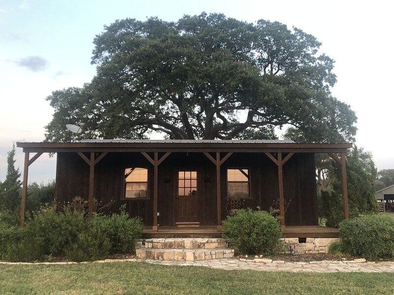 Country Cabin on a Working Cattle Ranch, location de vacances à Schulenburg