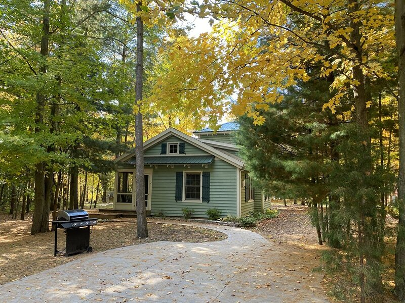 Cozy, unique cottage just minutes from Saugatuck, holiday rental in Pullman