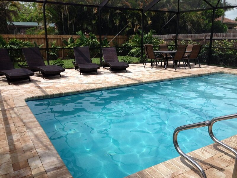 Beachside Bungalow! Beautiful 3BR/2BA Pool Home - Remodeled, Quiet Getaway!, holiday rental in North Naples