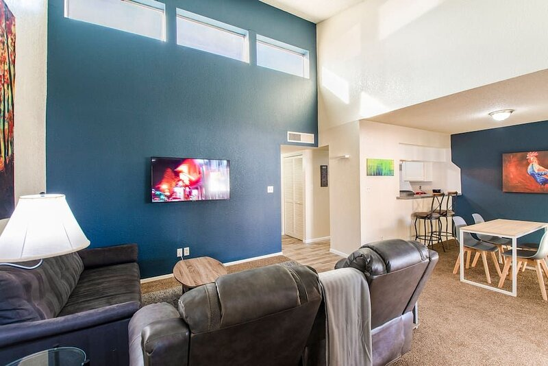 79 Casa Grande 2bd 2ba modern getaway heated pool, vacation rental in Arizona City