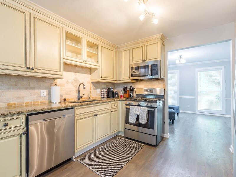 Beautiful & large newly renovated 5 bedroom house., vacation rental in Marietta