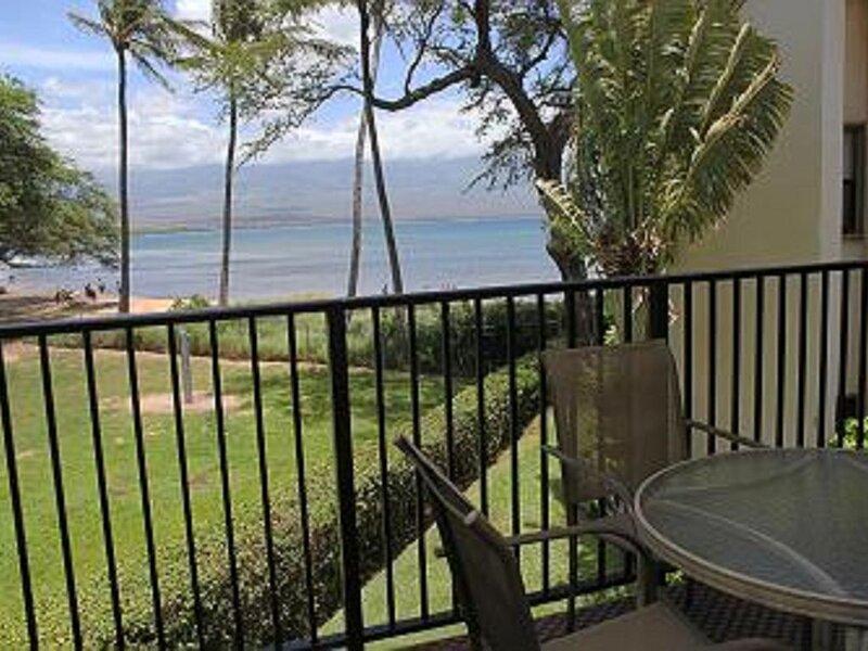 MAK-B7 - South Maui Beachfront/View Condo in Ma'alaea; Great Value; 2BR/2BA, aluguéis de temporada em Kahului