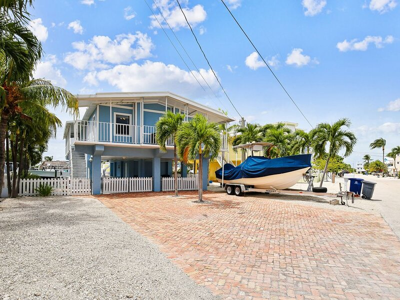 Dog-friendly home on a wide canal w/ amazing water views!, holiday rental in Sunset Point