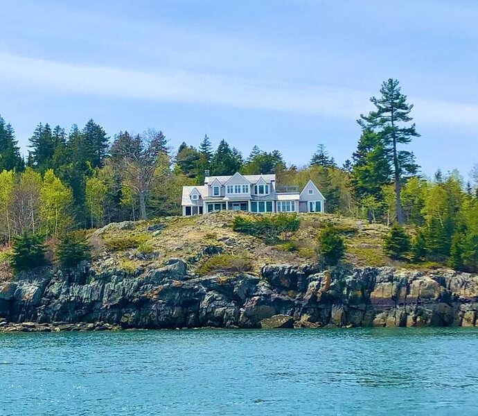 Ocean Rest - Stunning Maine Home with spectacular views and private beach,, holiday rental in North Haven