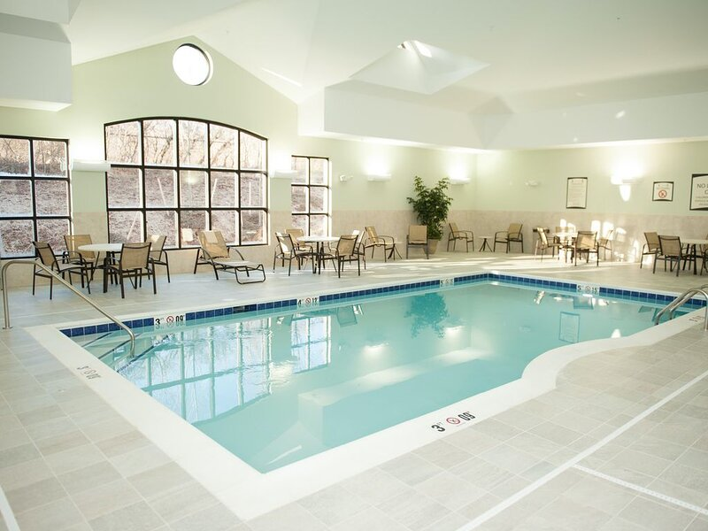Air-Conditioned Suite | 24h Fitness Center, Indoor Pool + Shared Hot Tub, holiday rental in Sassamansville