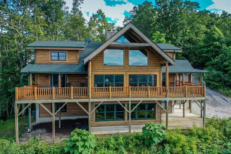 Secluded Mountain Cabin with Incredible Long Range Views – semesterbostad i Lake Lure