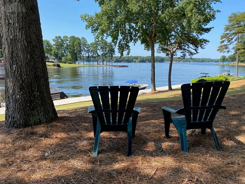 Reynolds Lake Oconee 2BR, 2BA renovated/redecorated AVAIL MASTERS-LOWER RATES, casa vacanza a Greensboro