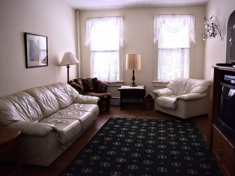 Family Friendly Home.  Clean, comfy, easy parking., holiday rental in Palmerton