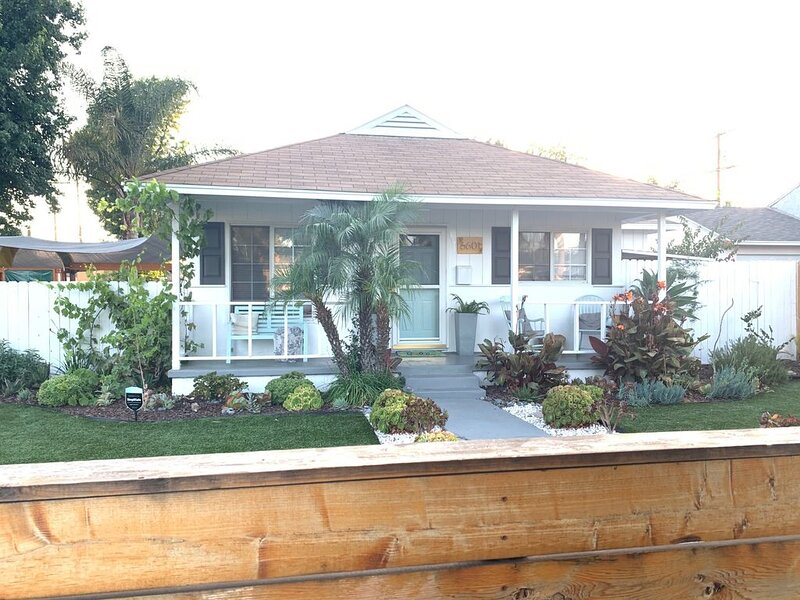 Private, quiet house, vacation rental in Burbank