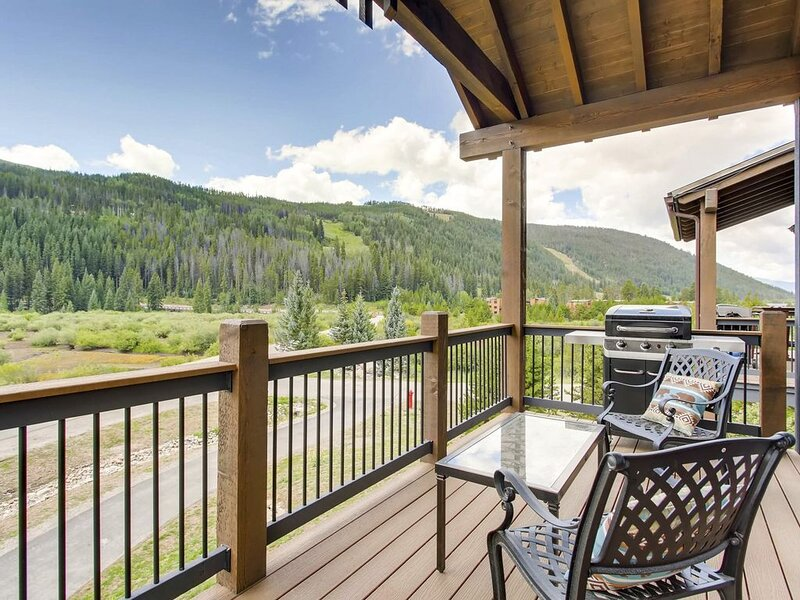 Spacious, Renovated 3 Bedroom Townhome with Fireplace and Full Kitchen, holiday rental in Keystone
