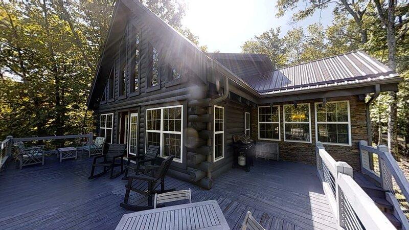 Lakin' it Easy! -LAKEFRONT-Sleeps 10 -Community pool, hike, fish,relax!, holiday rental in Deep Gap