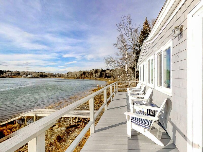 Updated waterfront cottage w/private deck, gas grill & dock access, holiday rental in Orrs Island