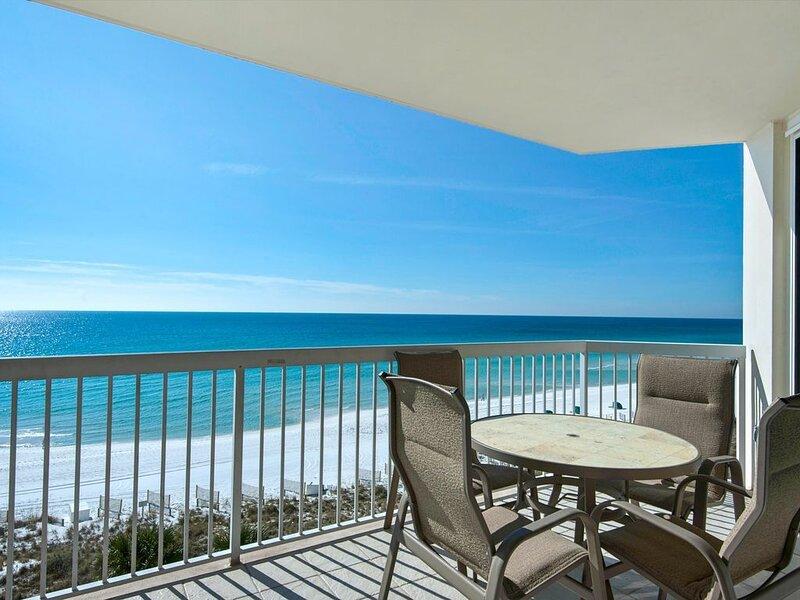 Beachfront Beauty With 4 Complimentary Beach Chairs /Now Extended into November!, alquiler de vacaciones en Miramar Beach