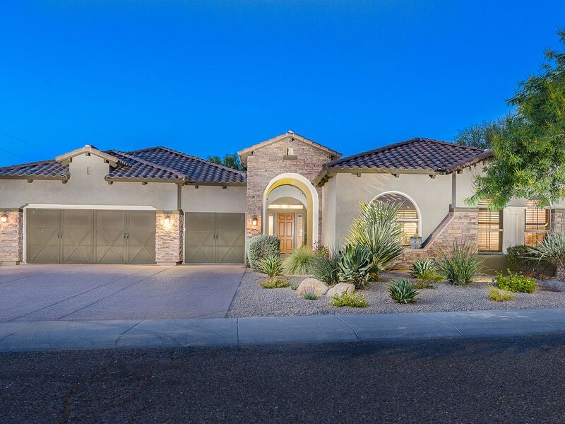 Luxury Retreat 4 Bdrm With Pool Oasis / All New Furniture, vacation rental in Cave Creek