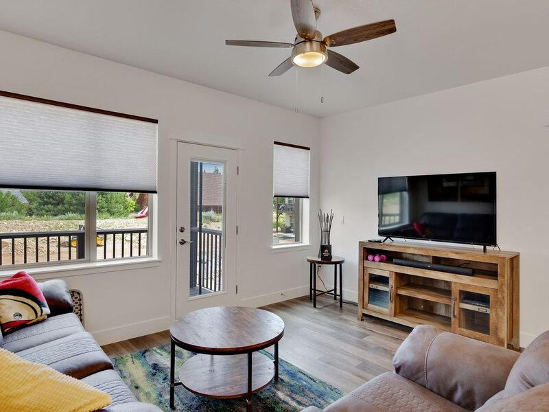 New Listing! Brand New, Dog-Friendly Townhouse Near the Lake & Downtown McCall!, holiday rental in New Meadows