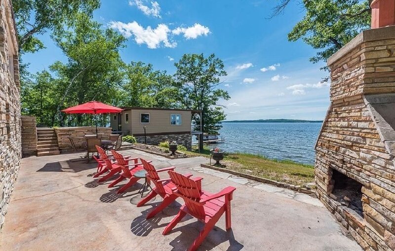 Gull Lake 'Gold Coast' lakefront - Sleeps 12, Fish, Swim, Boating, Relax, BIR, holiday rental in Brainerd