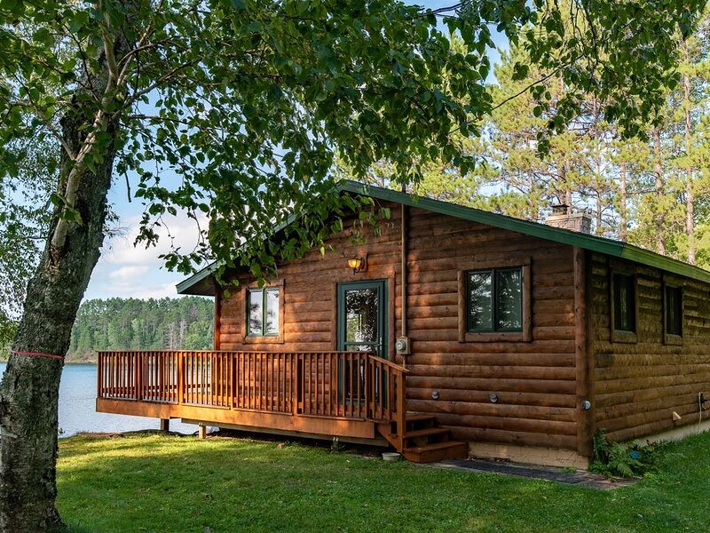 Beautiful Lake Mary Four Season Cabin, holiday rental in Gaastra