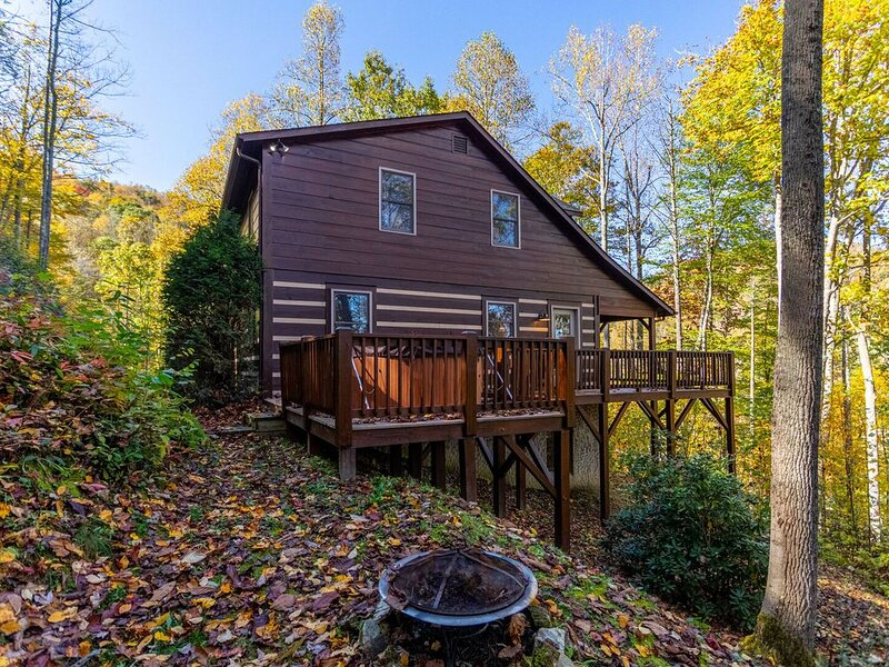 Deer Hollow Retreat - Hot Tub -Bumper Pool - Foosball - Mountain Views, vacation rental in Vilas