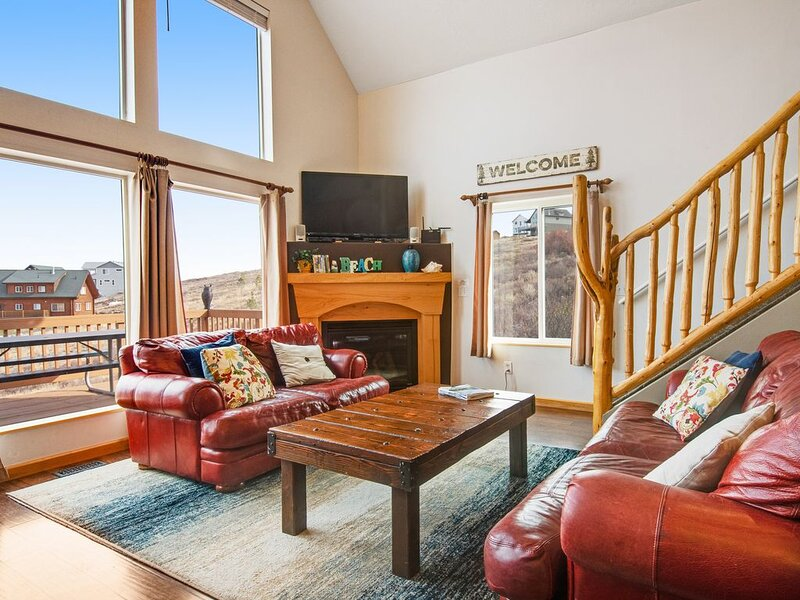 Lake home w/view of Bear Lake, private hot tub, AC, W/D, internet, foosball!, vacation rental in Garden City